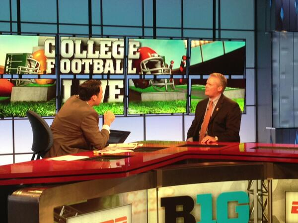 """@B1Gfootball: @IlliniFootball Coach Beckman on the set of #CFBLIVE @ESPNCFB #ESPNB1G pic.twitter.com/1WE0YJDsgl"" @zrak8  #makinchanges"