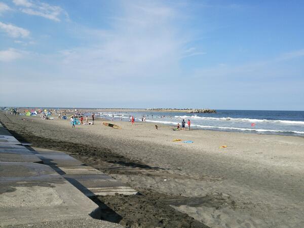 花火大会は、午後7時10分からだよ。海は、波が高いから気を付けて遊んでね。4時半からは、遊泳禁止だから、海から上がって待っててね。 http://t.co/EY1vxscIVU