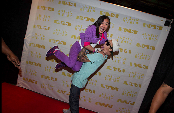 Justin bieber news on twitter 17 justin lifting a fan at his believetupdates 17 justin lifting a fan at his vip meet and greet in believetour picitterx43cuse9sw best mg pic ever m4hsunfo