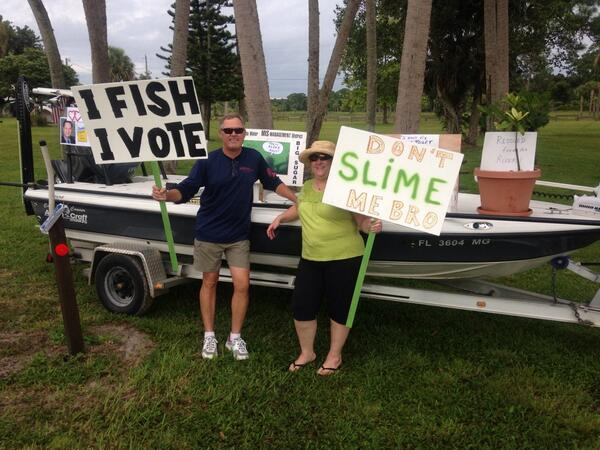 Capt. Mike & Patty Conner of Stuart have set up their boat at the #IndianRiverLagoon rally at Phipps Park in Stuart. pic.twitter.com/lq0IXIiZt8