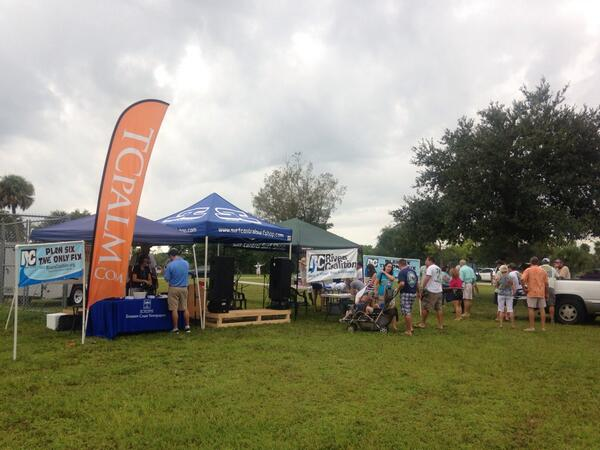 Setting up booths at the #IndianRiverLagoon rally at Phipps Park in Stuart. pic.twitter.com/4DwTwQdTXt