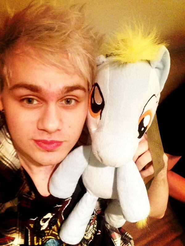 "michael popcorn on Twitter: ""Me and my pal derpy sharing a ..."