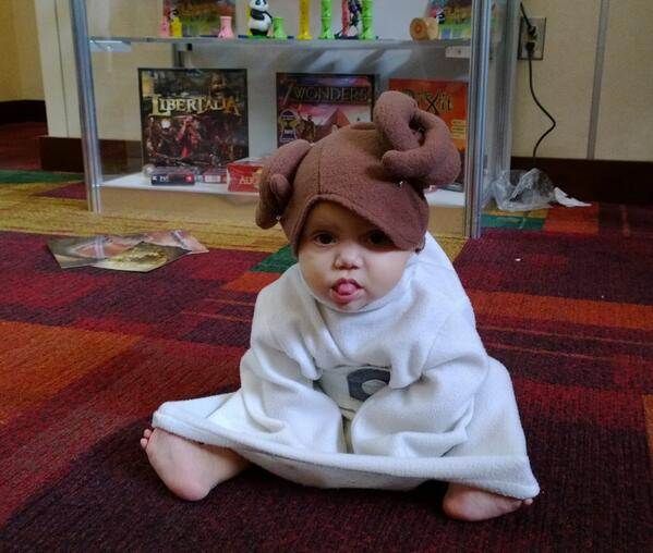 Baby Leia will kill you with cute! #GenCon pic.twitter.com/NnuxOsdu1w