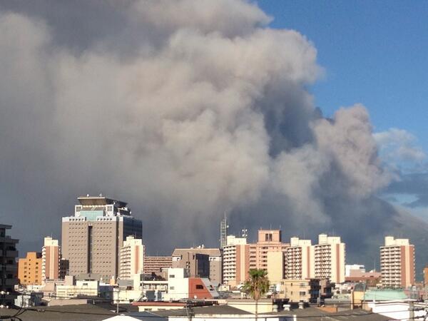 桜島の噴火、3500m噴煙の注意速報が