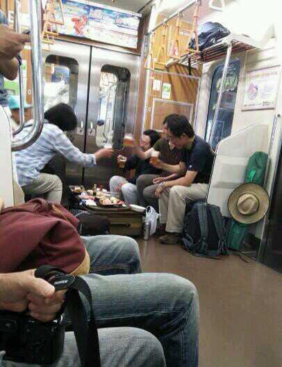 ツイッター民「電車にキチガイいた。こういうのいい加減にしてほしい。 」