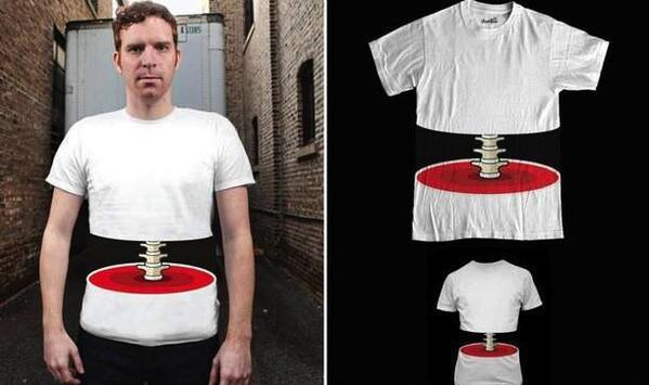 一瞬ビクってしそうな面白いデザインのTシャツ