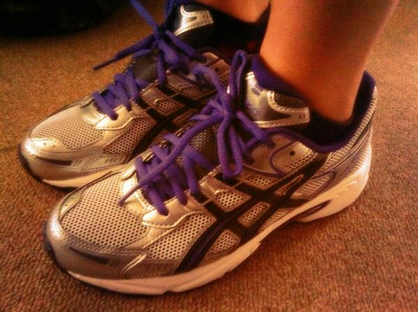 a4e55a77b2b1 shoes old running hashtag asics on Twitter U87qngw