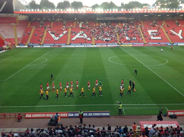 Here come the teams. Almost game time #oufc #cafc. pic.twitter.com/DmYDVa2l1x