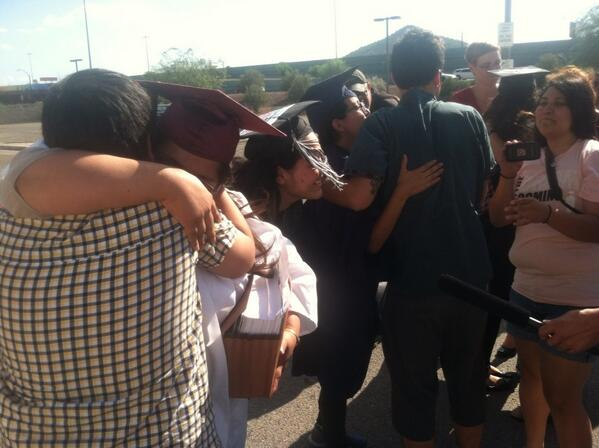 First picture of #DREAM9 release from Eloy Detention Center #bringthemhome #bringthemchange pic.twitter.com/eGkXSsNEJG