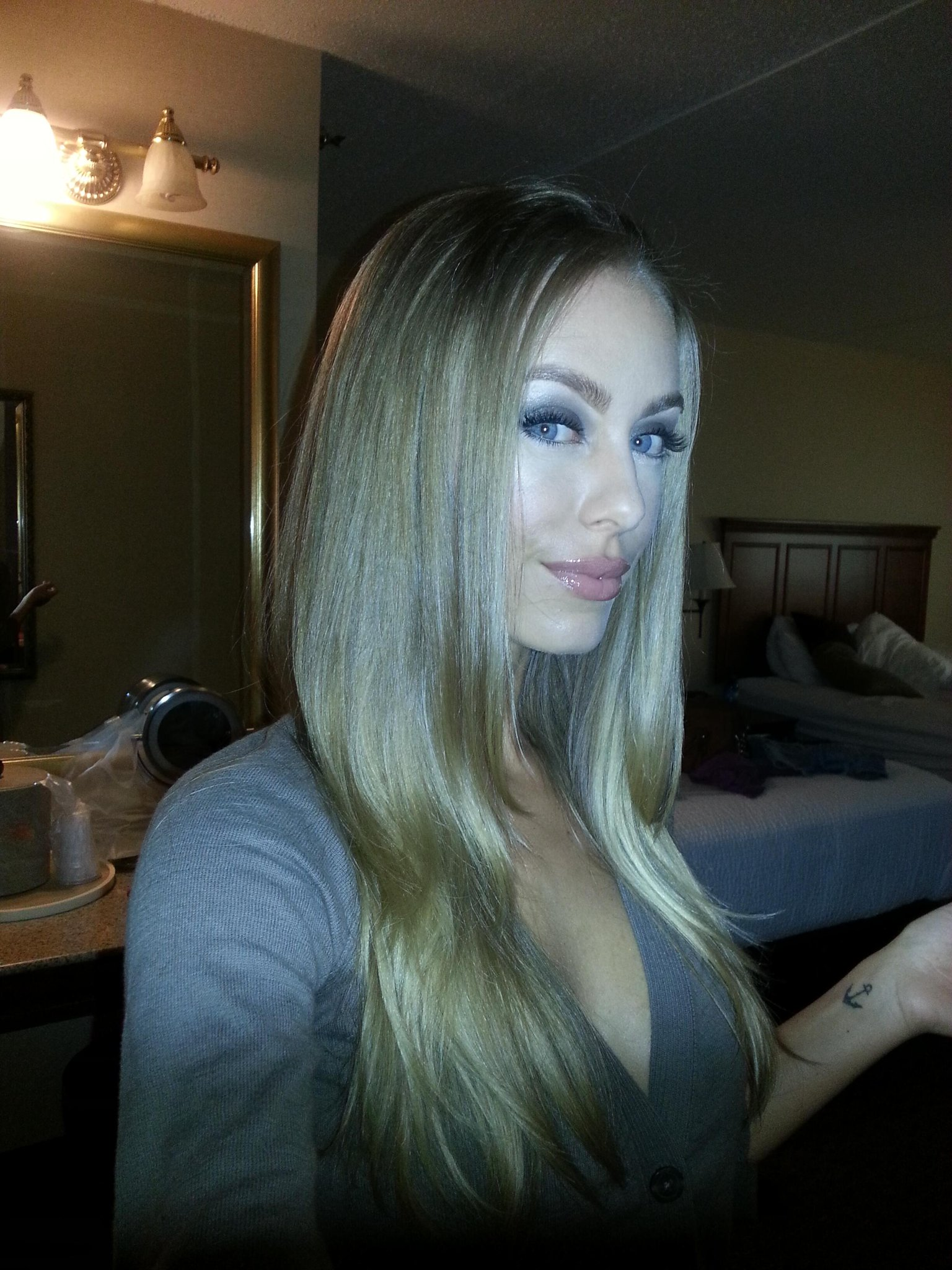 nicole aniston on twitter good morning last day in sturgis hope you 39 re having as productive. Black Bedroom Furniture Sets. Home Design Ideas