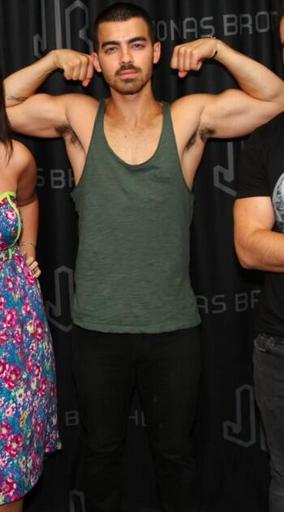 Joe Jonas Biceps Twitter   jonaticasmex   foto biceps joe jonas  Nick Jonas Biceps 2013