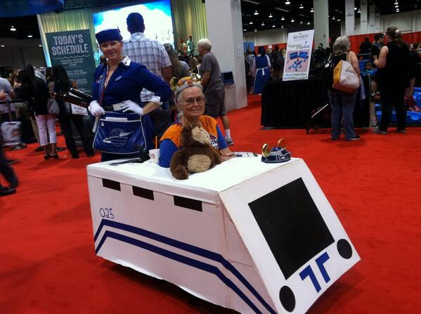Star Tours costume. Yep. The lady even had a Star Tours music box. #starwars #D23Expo pic.twitter.com/z1and0qQ7Q