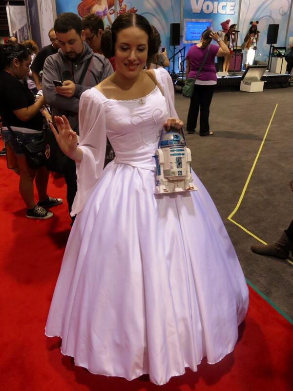 Eat your heart out Cinderella. #d23expo pic.twitter.com/l16cBdhXMt