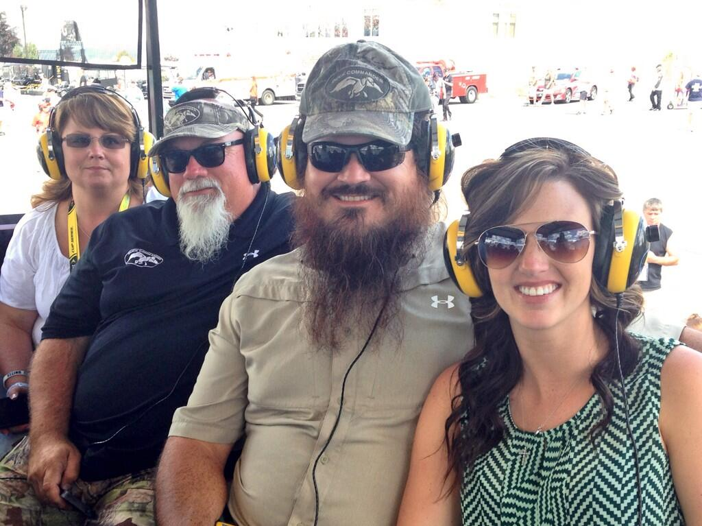 Duck dynasty on twitter go clintbowyer go friar for Jase robertson before duck dynasty