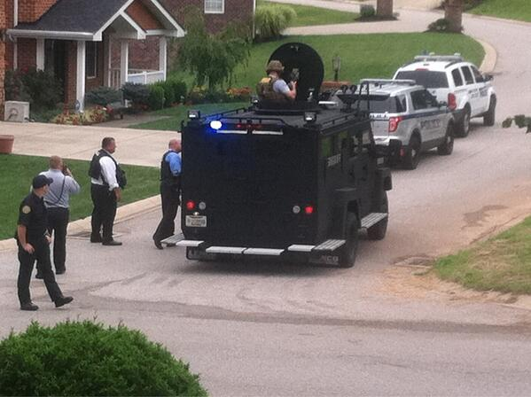 SWAT team just rushed to house! http://pic.twitter.com/PZ2VaGNIZG