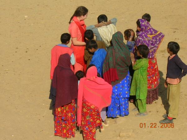 The colors in India are just amazing, even dry, sandy deserts! Kids, Thar Desert #travelindia #rajasthan #travel pic.twitter.com/BPVMlRELlg