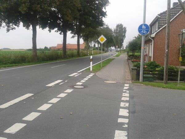 Cycle track in germany. Note who gets priority here! http://t.co/Gi7kGc03ax