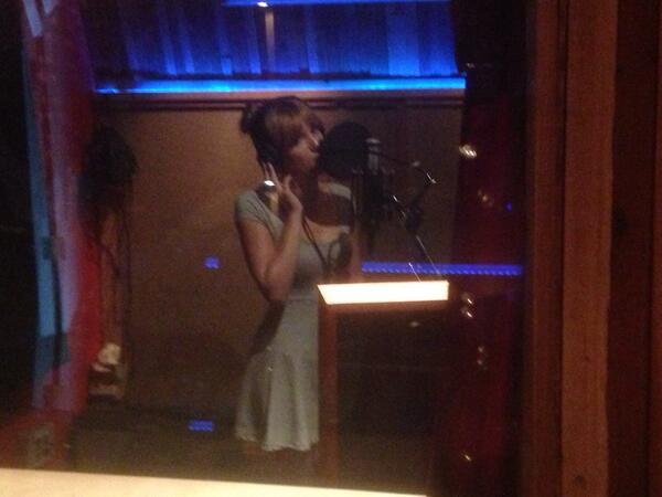 Bella Thorne ⇨ Preparando álbum debut BRlYqi5CcAAQiCJ
