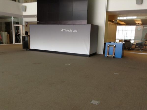 2nd rdv de la journee au MIT medialab #hyphdus pic.twitter.com/rNIAXkGcTE