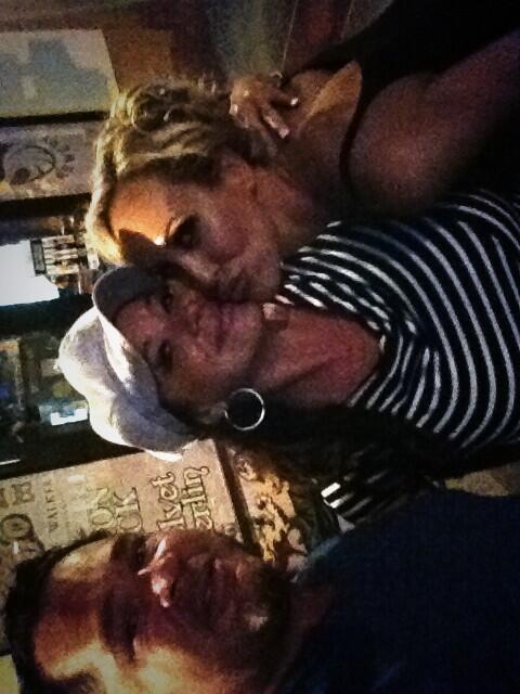 RT @Brandi_Love: #lifeisgood chiing with @rachelaziani and @aziani #BrandiPics http://t.co/Hqy8HU3Sw