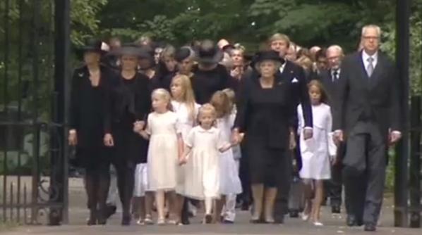 La reina Beatrix y su familia - Página 3 BRys8OZCUAEpQc-