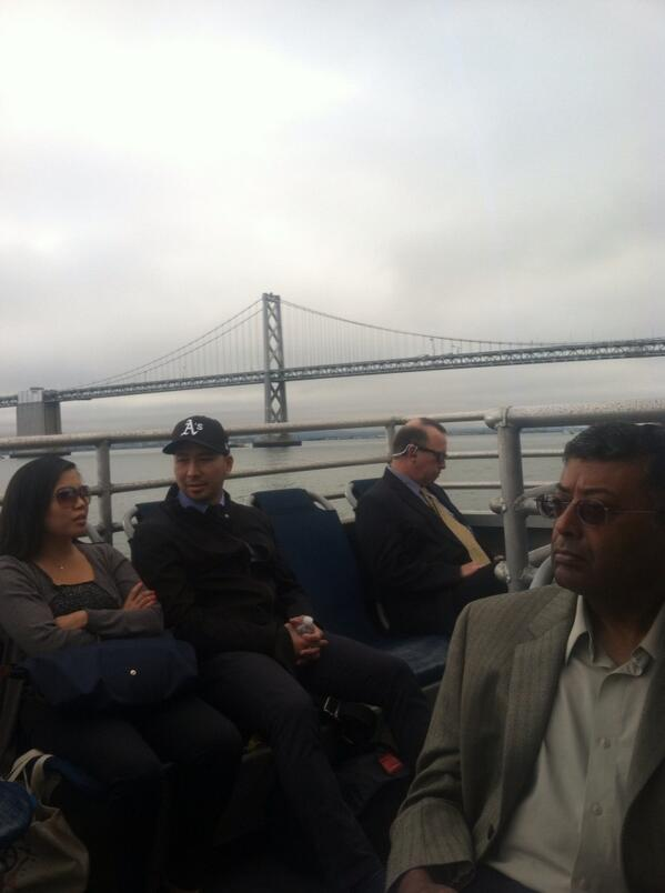 Bay Bridge: empty. Harbor Bay ferry: full. http://twitter.com/corralboca/status/373096749419618305/photo/1