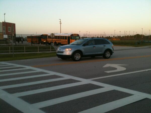 Buses and traffic at Treasure Coast High School.#tcschools pic.twitter.com/GGlFi3gWAF