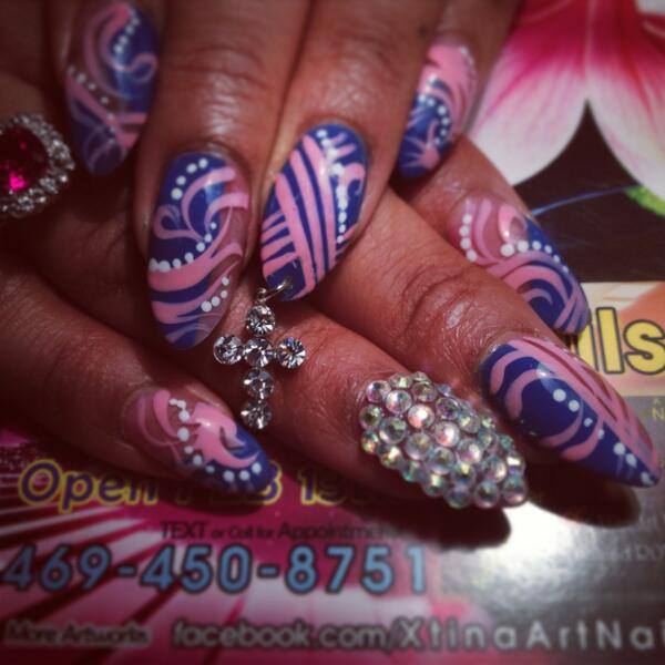 @Beyonce plz follow &give me a chance to be your #nails artist. Im gonna fly from Texas to u sis. http://t.co/cFseRwAziG