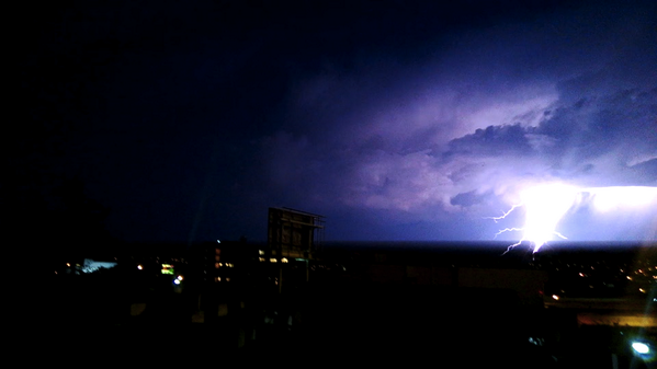 "LIGHT SHOW: Lightning near San Francisco Monday evening. ""It was magnificent,"" @girlie_mac said pic.twitter.com/kP2ouQ3L5U"