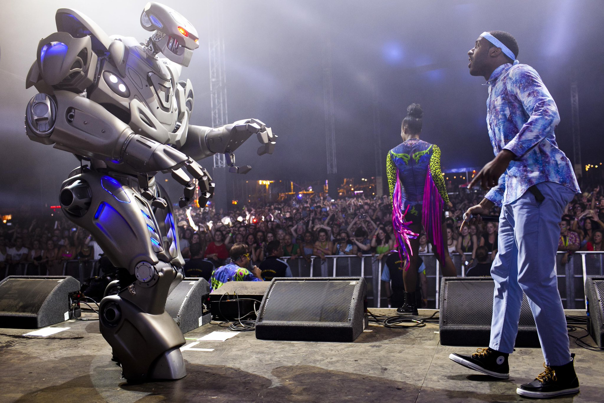 Basement Jaxx On Twitter Iamshakka Meets The Robot Vfestival With Thebasement Jaxx Http T Co Zevibecwky