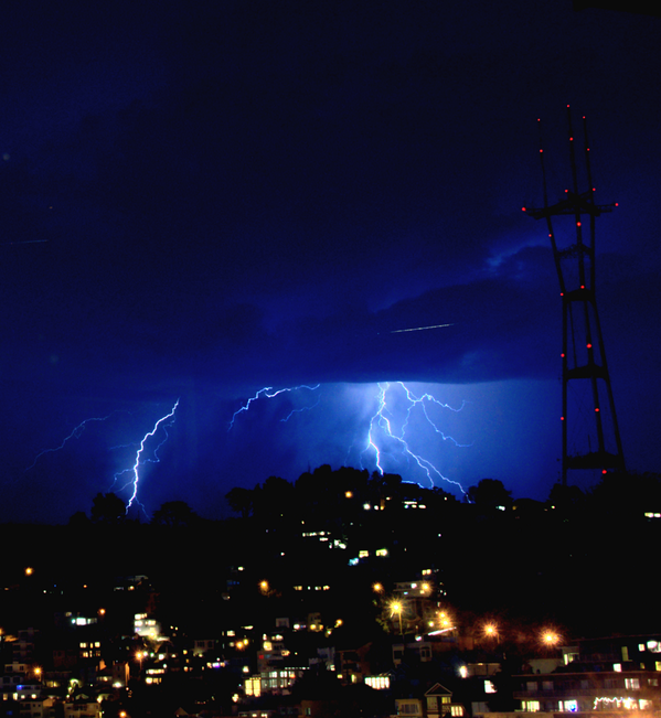 Cleaned up #sanfrancisco #lightning photo.  This one has been edited to remove some room reflection. pic.twitter.com/QlwNarnHXQ