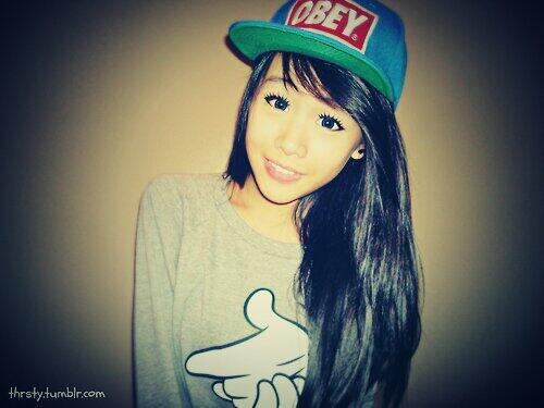 b6eda489ec90c Fotos de muchachas con gorras planas - Imagui