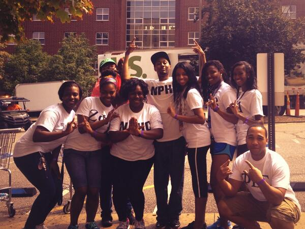 Shout out to @UAkron_NPHC  for being rock star volunteers at move-in! #greatleaders http://twitter.com/AkronFSL/status/370581184470056960/photo/1