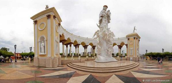 Desde la tierra de la Virgen de Chiquinquirá, te deseamos un feliz día...