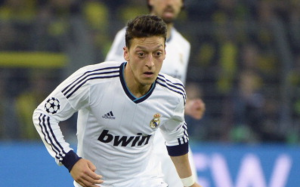 Manchester United have bid €45m for Real Madrids Mesut Ozil [AS & Cadena SER]
