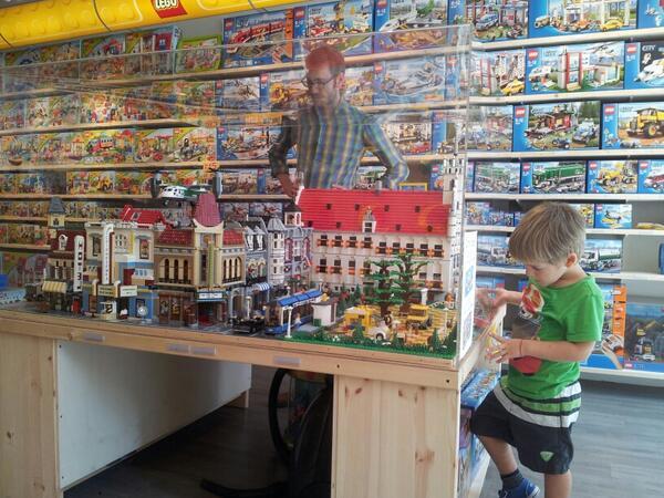 """paul van winkel on twitter: """"zo een kind gun je zijn #lego toch"""