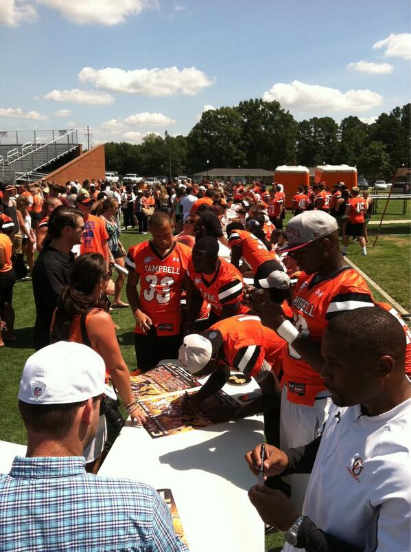 Great turnout for Fan Appreciation Day at Barker-Lane Stadium #gocamels http://twitter.com/GoCamelsFB/status/371327414594310145/photo/1