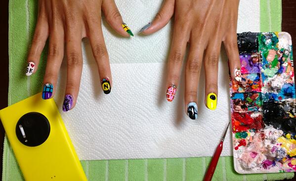 Nail art #reinvented, Brooklyn style. We're ready for our @MTV #VMAs closeup. Are you? http://twitter.com/windowsphone/status/371399028489342976/photo/1