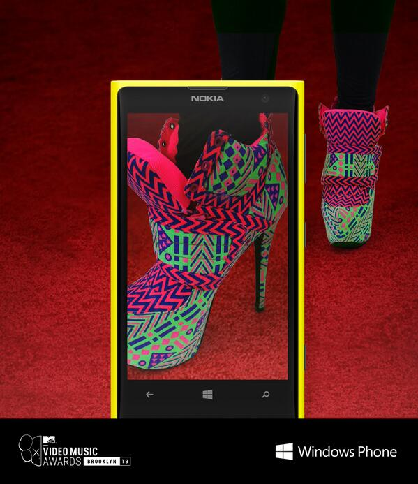 Ready for some closeups? We're on the Red Carpet. Step up and tell us who you'd like to see. http://twitter.com/windowsphone/status/371770494196133888/photo/1
