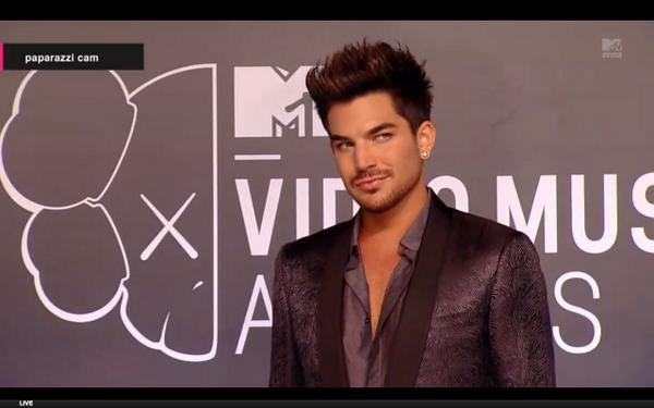 ADAM PRESENTING AT THE VMAs!! - Page 2 BSjl_YfIYAAyoxK