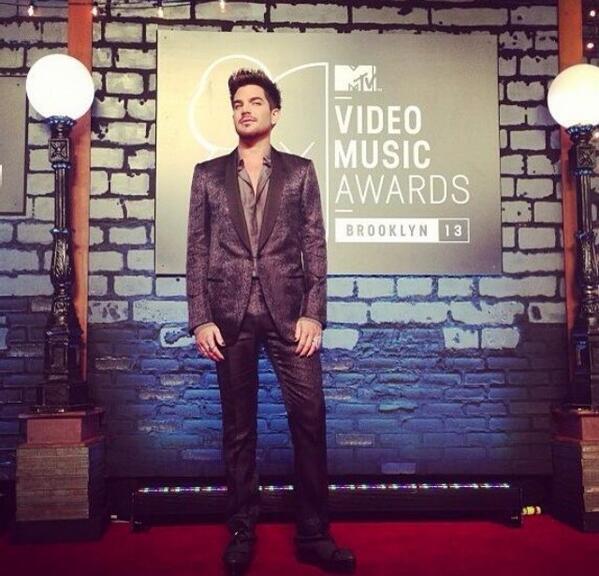 ADAM PRESENTING AT THE VMAs!! - Page 2 BSjmWTbIgAE0sm_