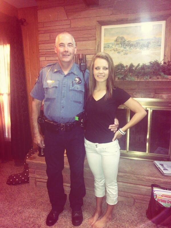 Annual first day of school picture.👮😊 http://twitter.com/sydneyparsons_/status/372054243118571520/photo/1