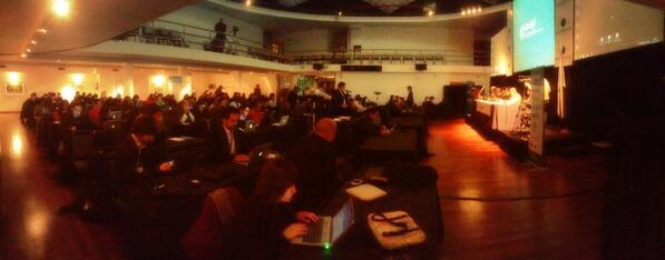 Panorámica del #LACIGF sala llena, todos conectados y aportando para un mejor Internet en el mundo! http://twitter.com/tikinauta/status/372354667033817088/photo/1