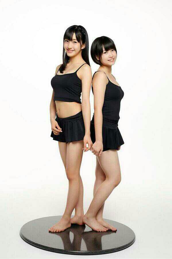 黒い水着の田島芽瑠の人形のような画像