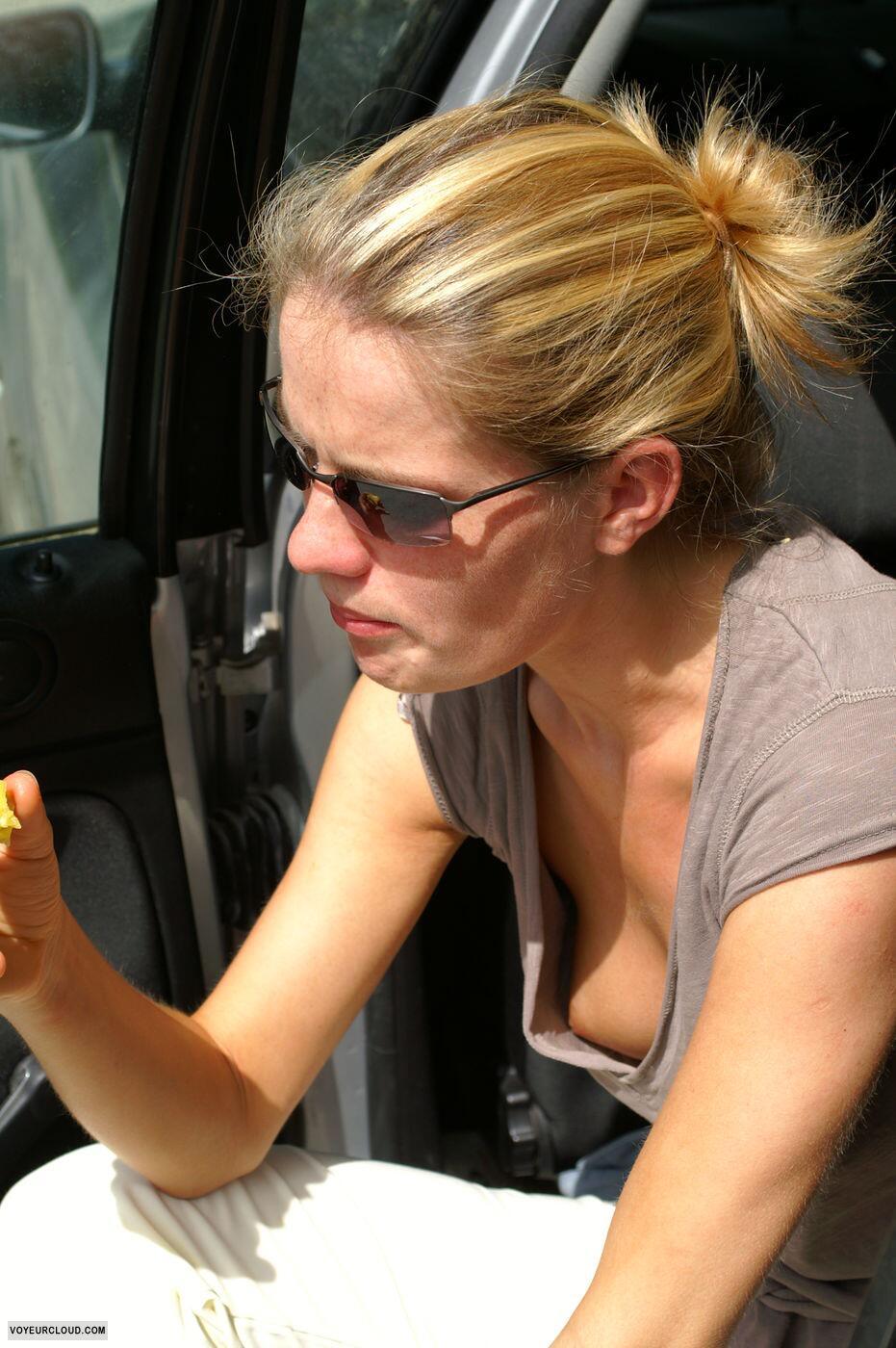 Wife nipple slip downblouse oops — photo 4