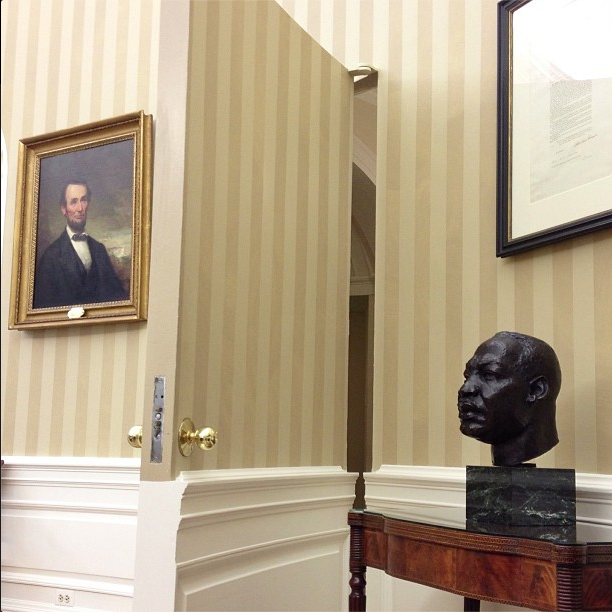 Painting of Abraham Lincoln, bust of Rev. Dr. Martin Luther King, Jr., together in the Oval Office, White House. (Pete Souza photo?)