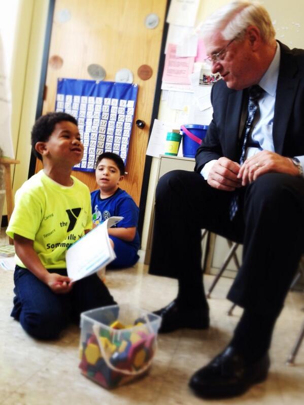 Dennis Van Roekel visits 2nd grade class at the Winter Hill Community Innovation School @SvilleSchools #BackToSchool http://twitter.com/NEAMedia/status/378226636132716544/photo/1