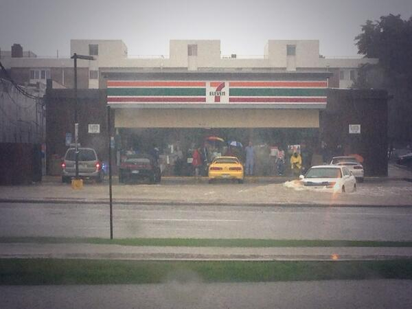 @BrandonRittiman: Photo: #Flood in Aurora. Ppl stranded at this 7-11 off Alameda near Havana. #9wx http://twitter.com/BrandonRittiman/status/378164490304749568/photo/1