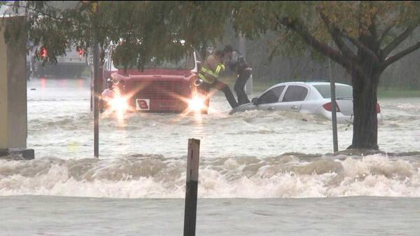 VIDEO: dramatic effort by @AuroraFireDpt to rescue driver stranded in #COflooding in Aurora on.kdvr.com/QgAmsnZ http://twitter.com/KDVR/status/378201233749581824/photo/1
