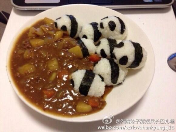 BEHOLD, LIL PANDAS TRAMPLING INTO CURRY! RT @RocketNews24En: Pudgy pandas invade curry http://t.co/OM4lWItJsF http://t.co/4Q3vx045CU